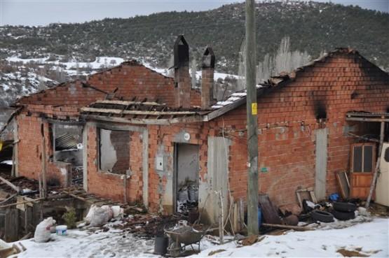 Kış günü evsiz kalan aile, yardım eli bekliyor!