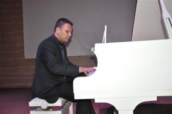 Piyanist Erman Karakaya'dan, Atatürk'ün en sevdiği şarkılar resitali!