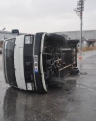 Uşak'ta servis araçları art arda kaza yaptı: 18 yaralı