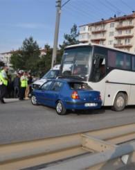 İşçi Servisi Önüne Çıkan Otomobile Çarptı! 1 Ölü