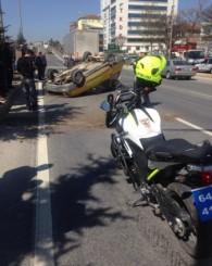 TIR'ın Sıkıştırdığı Otomobil Refüje Çarparak Takla Attı! 2 Kişi Yaralandı!