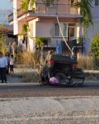 Direksiyon hakimiyetini kaybeden sürücü karşı şeride geçip takla attı! 1 ölü 2 yaralı!
