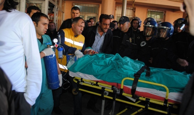 Polisin Elinden Almaya Çalıştığı Silahla Başından Yaralanan Şahıs İzmir'e Götürülürken Hayatını Kaybetti!