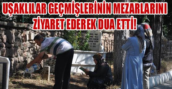 Arefe Günü'nde Kabristanlıklar Ziyaretçi Akınına Uğradı!