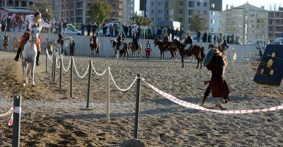 Atlı Okçuluk Şampiyonası'nın Startı Verildi!