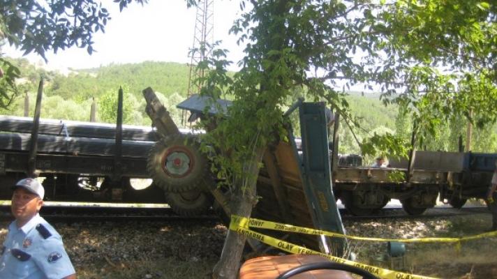 Banaz Kaplangı Geçidinde Tren Kazası 2 Ölü!