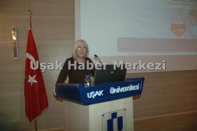 Banu Avar Uşak'ta Fethullah Gülen ve Erdoğan'ı Topa Tuttu.