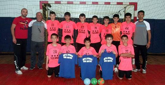 Bir Eylül Ortaokulu Hentbol'da Türkiye Üçüncüsü Oldu!