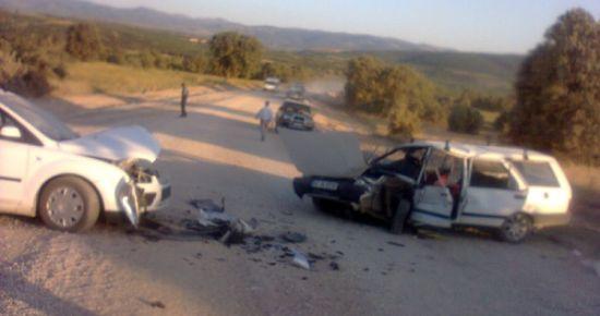 Bitmeyen Yol'da (Banaz Hocalar Yolu) Kaza. 12 Yaralı.
