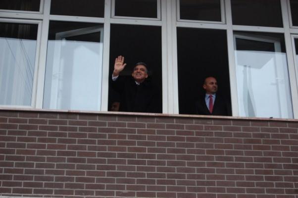 Cumhurbaşkanı Abdullah Gül Uşak Belediyesinde Güllerle Karşılandı