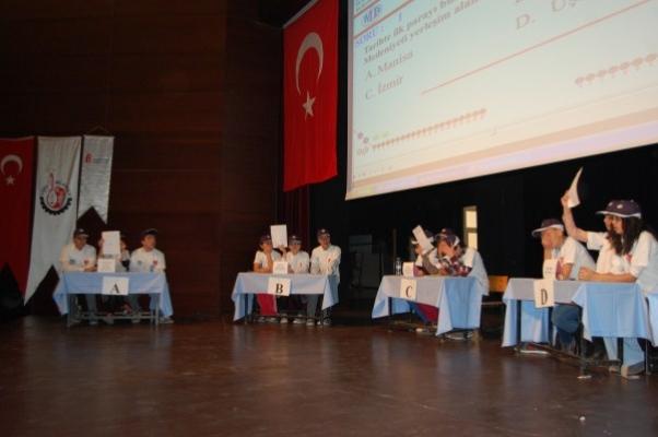 Uşak Defterdarlığı Tarafından Düzenlenen 5. Vergibilir Bilgi Yarışması AKM'de Gerçekleşti