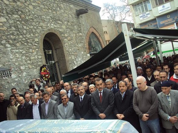 Dr. M. Deniz Savaş ın Annesinin Cenazesi Dualarla Toprağa Verildi..