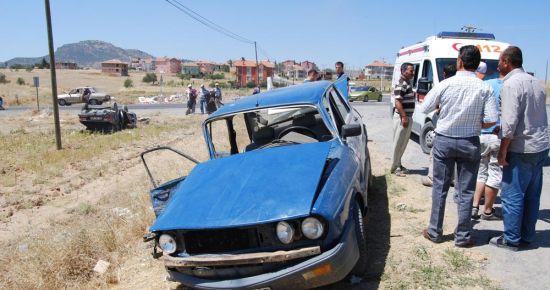 Eşme'de Trafik Kazası: 4 Yaralı!