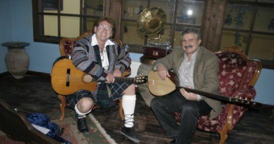 Haber Türk'te Yayımlanan Müzik ve Yol Programının Sunucusu Paul Dwyer Uşak'ta...