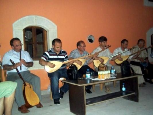 İslamoğlu Kültür Sanat Evi'nde Yaren Gecesi Düzenlendi