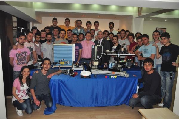 İzmir Meslek Yüksekokulu Mekatronik Programı 4. Proje Sergisi'ni Gerçekleştirdi.
