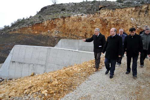 Uşak Valisi Özdemir Çakacak Tamamlanan Kızılcasöğüt Sulama Göletini İnceledi.