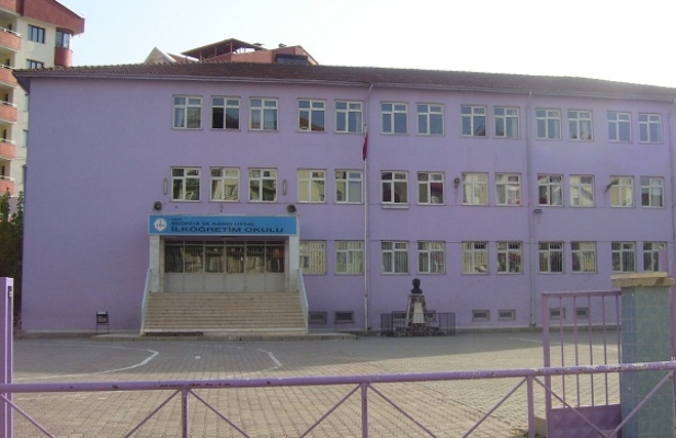 Mor Okul'da Bir Veliden Bayan Öğretmene Saldırı!