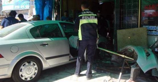 Otomobil Kahvehaneye Daldı!1 Ölü, 7 Yaralı!