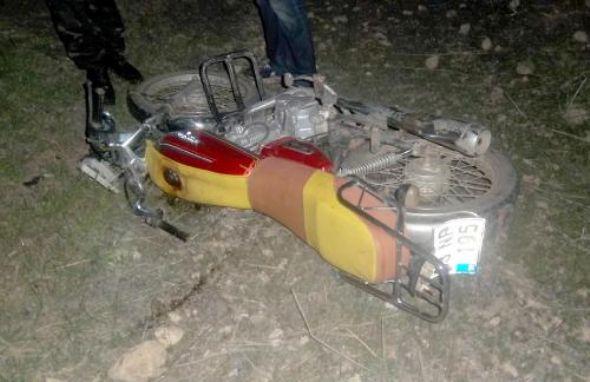 Şanlıurfa nın Akçakale İlçesi'nde, Otomobilin Çarptığı Motosiklet Sürücüsünün Kazada Kolu Koptu..