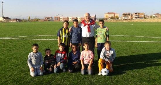 Sivaslı Belediyesi'nden Futbolsever Gençlere Yeşil Saha..