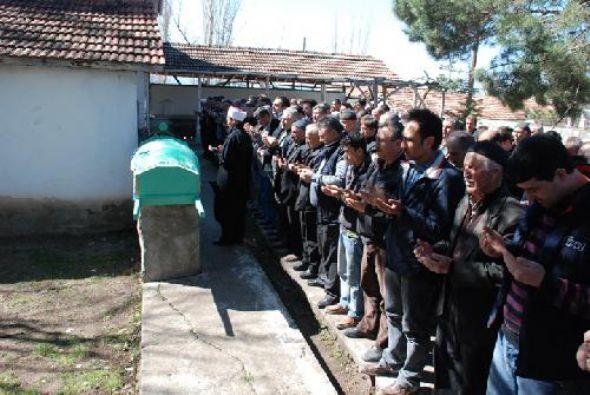 Üniversite Öğrencisi Gamze Gürgen in Cenazesi Amasya Hamamözü nde Toprağa Verildi.