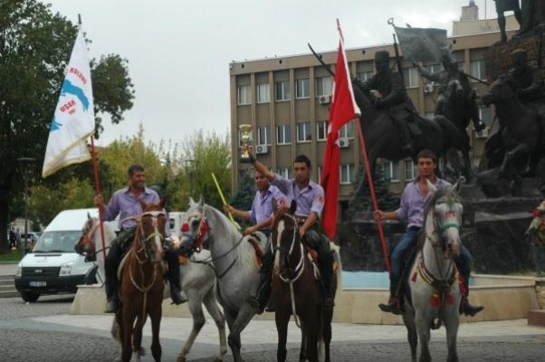Uşak 1 Eylül Atlı Cirit Kulübü Urfa'dan Birincilikle Döndü
