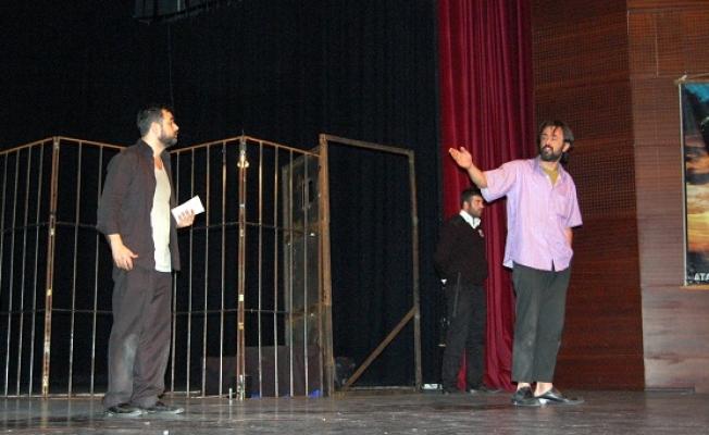 Uşak ADD'nin Düzenledi Akrep Adlı Tiyatro Oyunu Sahnelendi!