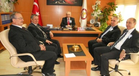 Uşak Defterdarı Abdullah Kırım İl Genel Meclisi Başkanı Ali İhsan Uzun'u Makamında Ziyaret Etti.