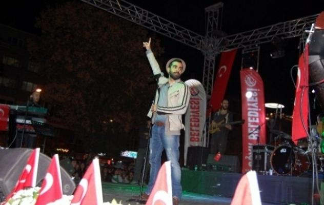 Uşak Halkı Gökhan Türkmen Konserinde Coştu!