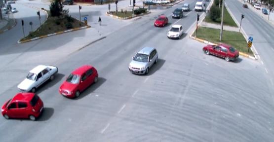 Uşak Mobese (Güvenlik) Kameralarına Yansıyan İlginç Kaza Görüntüleri