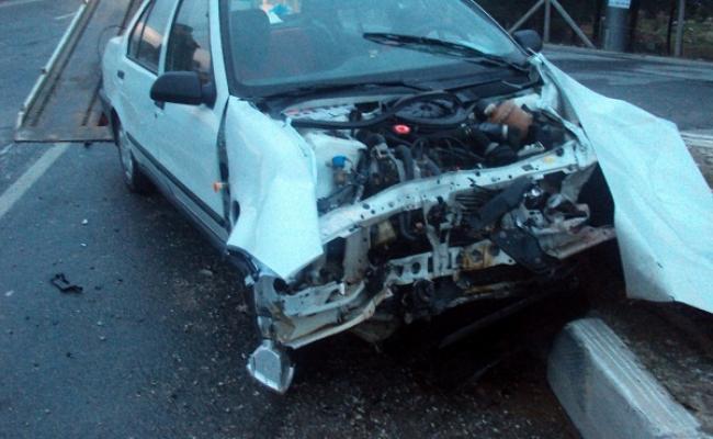 Uşak OSB Kavşağında Tır, Yola Çıkan Otomobile Çarptı! 3 Yaralı!