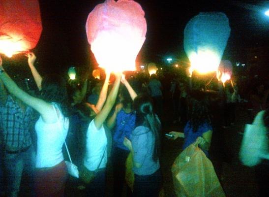 Uşak Üniversitesi Öğrencileri ATAPARK'ta Dilek Feneri Uçurma Festivali Düzenledi!