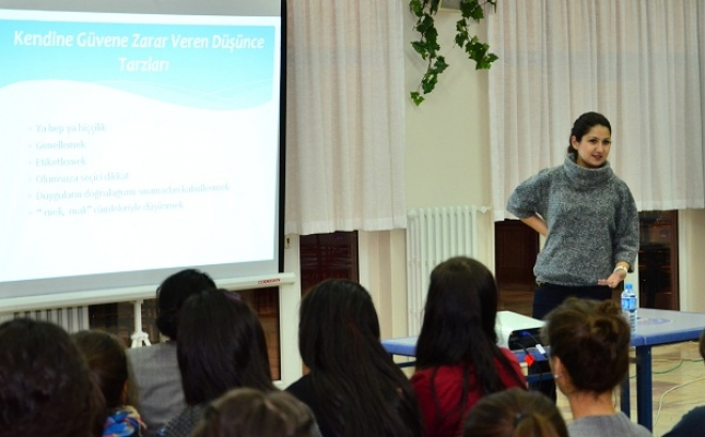 Uşak Üniversitesi Psikoloğu Merve Ocak Üniversitelilere Seminer Verdi
