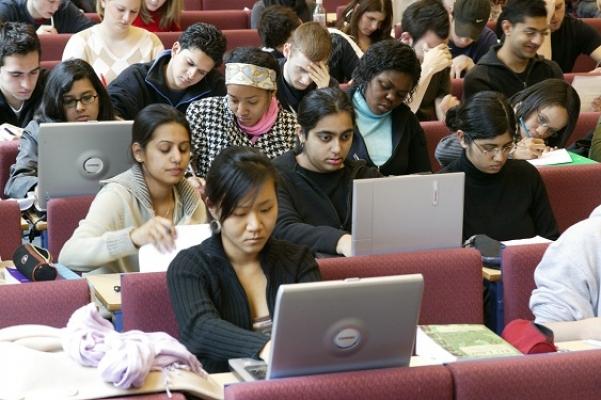 Uşak Üniversitesi Yabancı Uyruklu Öğrenci Alacak