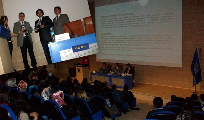 Uşak Üniversitesi'nde Muhasebe ve Bağımsız Denetim Konulu Panel Gerçekleşti