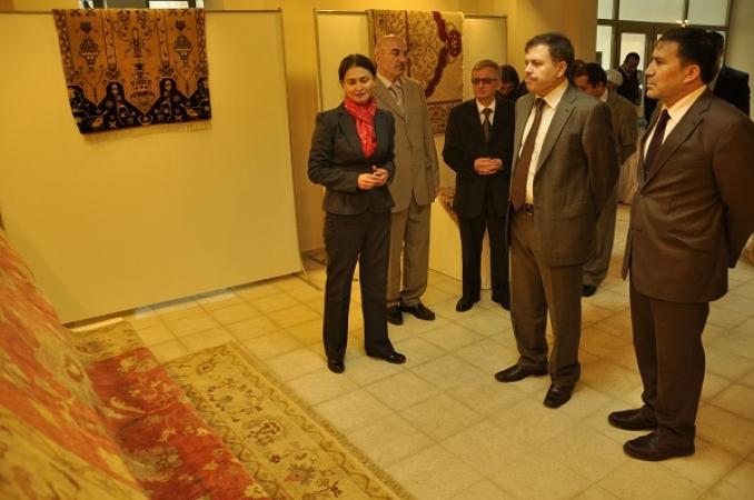 Uşak'ın Kültür Mirasları Halı ve Seramik Üniversite'de Sergilendi!