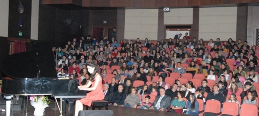 Uşaklı Piyanist Erman Karakaya'nın Öğrencilerinden Müzik Ziyafeti!