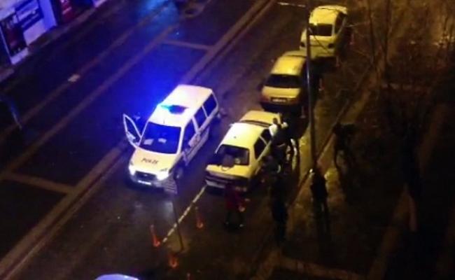 Uşak'ta Cadde Ortasında Kızlı Erkekli Tekme-Tokat Kavga Kameralarda