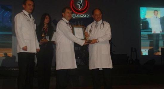 Yılın Sağlık Çalışanları Ödülü Dr. Zafer Aydın'a