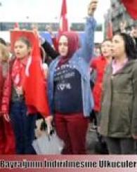 Türk Bayrağının İndirilmesine Ülkücüler Tepki Gösterdi!