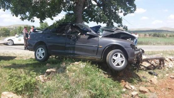 Ağaca Çarpan Otomobilde Sıkışan Sürücüsü Hayatını Kaybetti!