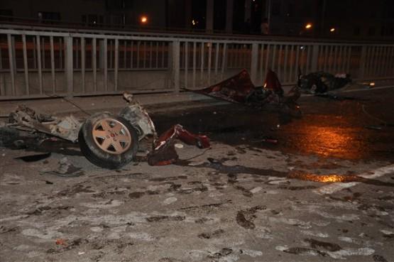 Köprülü kavşakta kaza! 1 ölü, 3 yaralı!