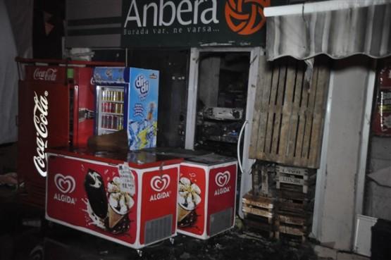 Anbera AVM'de çıkan yangın bir saatlik çalışma sonrasında söndürüldü!