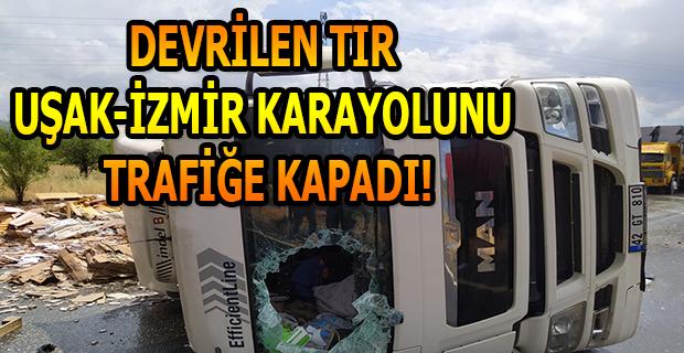 Uşak'ta devrilen TIR nedeniyle yol ulaşıma kapandı