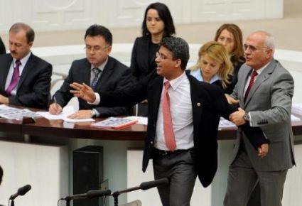 Ak Parti Uşak Milletvekili Altay, Meclis'teki Öfkesi İle Şaşırttı.