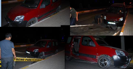 Aşırı Alkollü Sürücü Kaldırımlara Çarparak Zor Durdu! 2 Yaralı