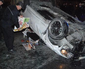 Bakırköy de Kaza.. Bariyerlere Çarpıp Takla Atan Arabadaki Muharrem Arı Öldü..