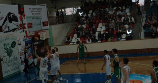 Uşak Üniversitesi Basketol'da Ormanspor'u Tek Sayı Farkla Geçti..