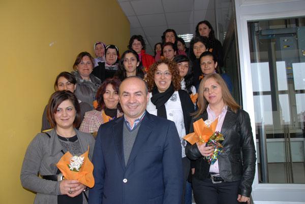 Belediye Başkanından Belediyenin Bayan Personeline Kadınlar Günü Jesti..